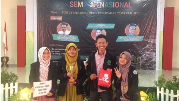 Tim Lomba Karya Tulis Ilmiah dari Fakultas Psikologi UIN Suska Riau. dari kiri ke kanan: Shanty Dwi Afitri, Fathiyatul Hamidah, Khairudin, Liya Fitrayana